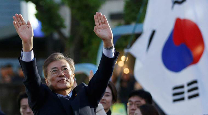 Moon Jae-in, presidential candidate of the Democratic Party of Korea, greets his supporters during his election campaign rally in Seoul